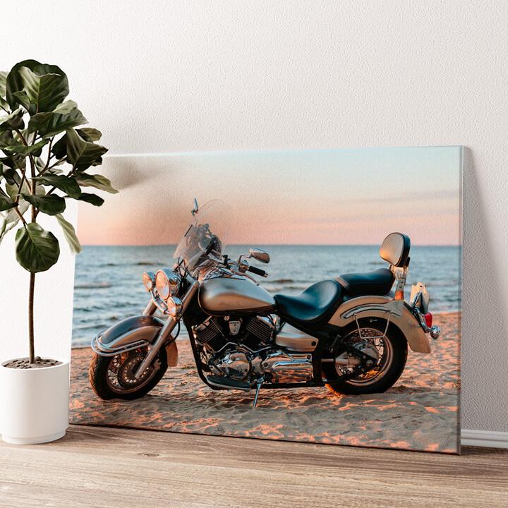 Motorrad am Strand Wandbild personalisiert