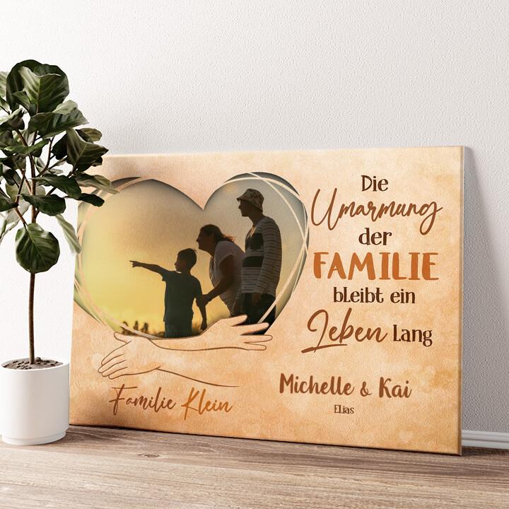 In den Armen der Familie Wandbild personalisiert