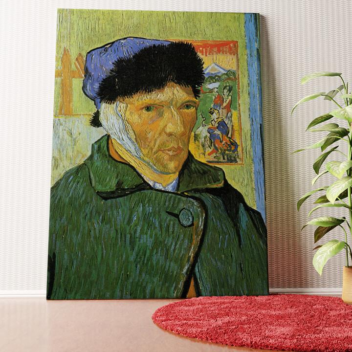 Personalisiertes Wandbild Selbstportrait mit Pelzmütze und verbundenem Ohr